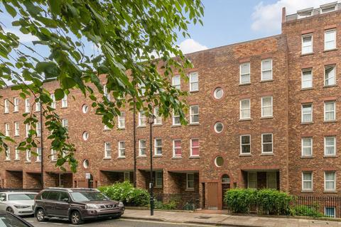 3 bedroom house to rent - Great Titchfield Street, Fitzrovia, London, W1W