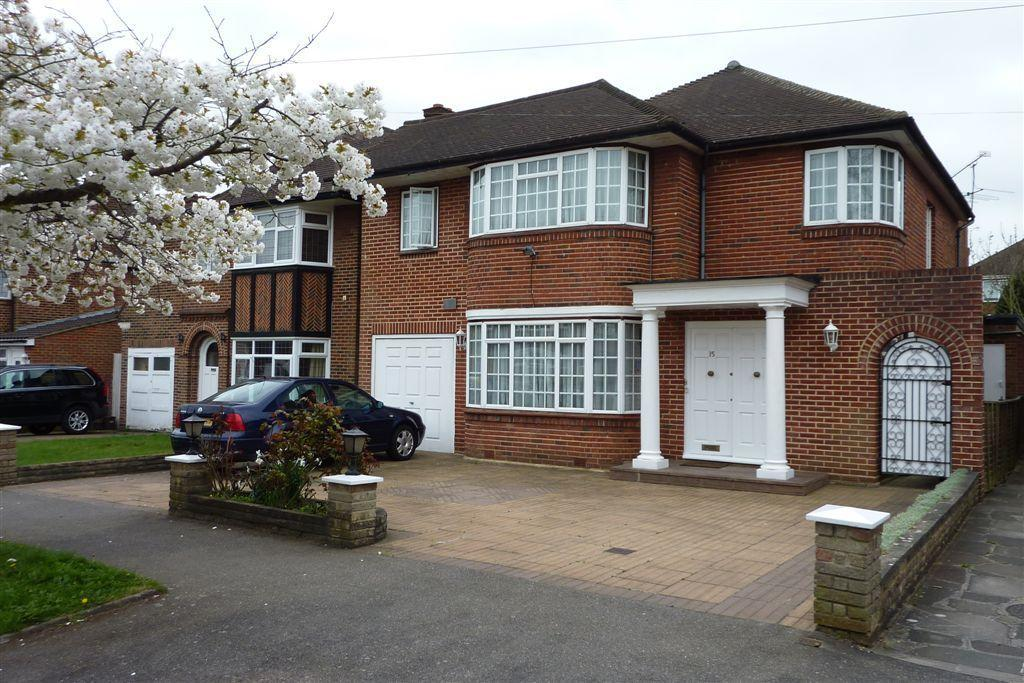 4 Bedrooms Detached House for sale in HARROWES MEADE