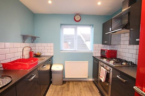 2 bedroom flat to rent - Halyard Croft, HU1