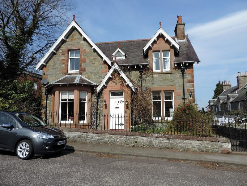 4 Bedrooms Detached House for sale in The Manse, Russell Place, Selkirk, Scottish Borders