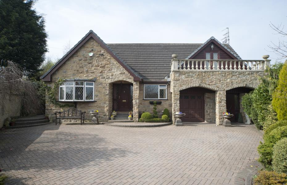 4 Bedrooms Detached House for sale in OUCHTHORPE LANE, OUTWOOD, WF1 3HS