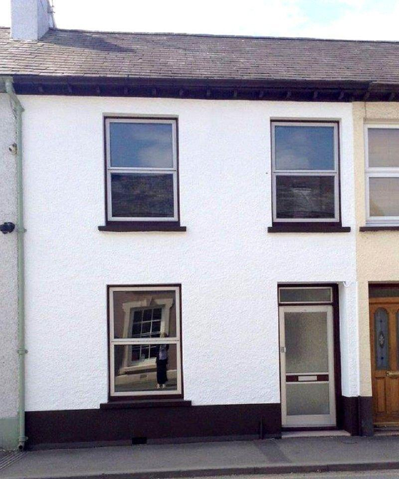 3 Bedrooms Terraced House for sale in Stone Street, Llandovery, Carmarthenshire.