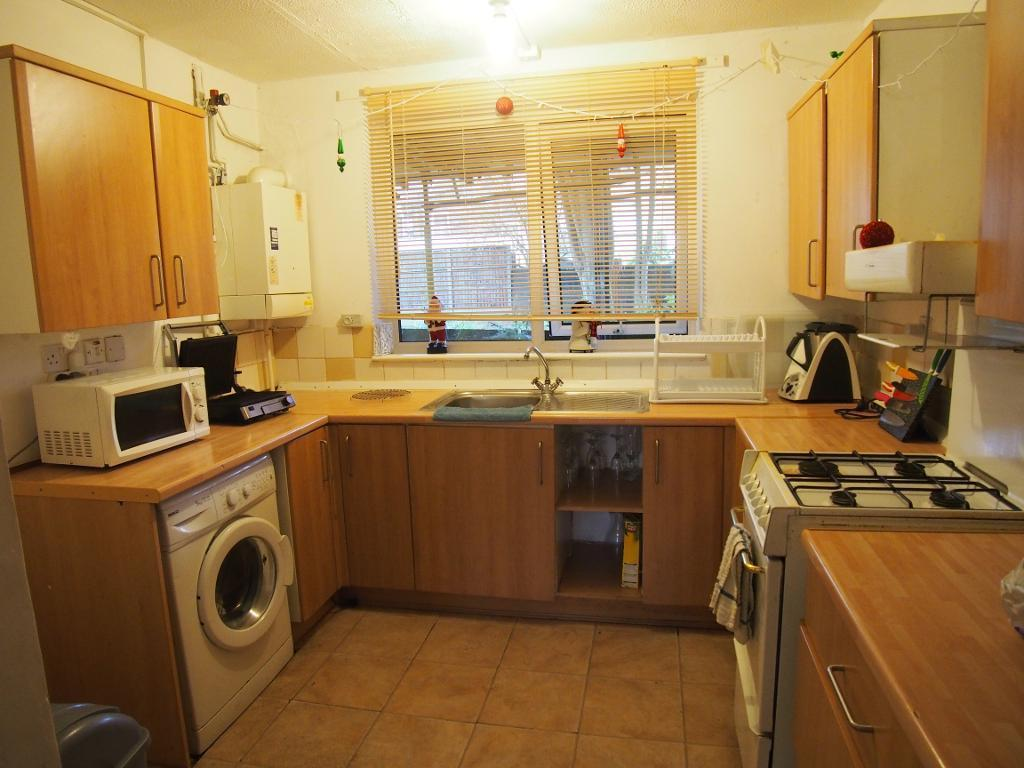 3 Bedrooms Maisonette Flat for sale in tamar way, London, n17 9hq