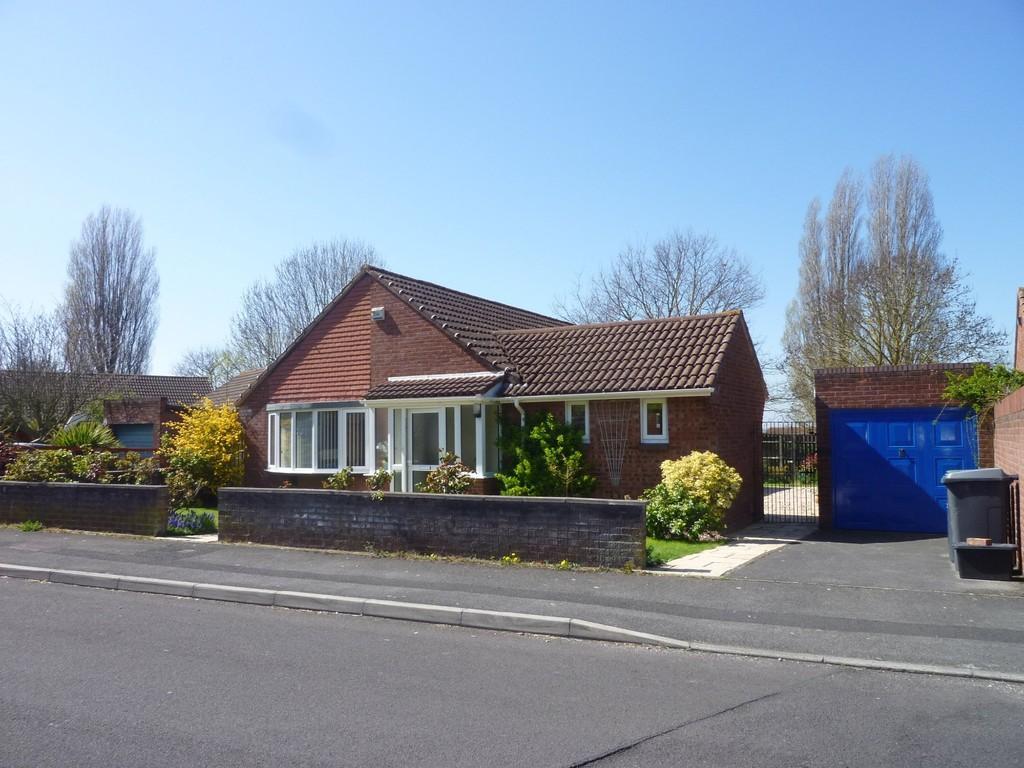 3 Bedrooms Detached Bungalow for sale in Cheyney Walk, Westbury