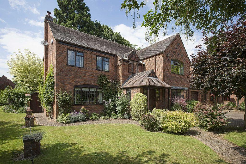 5 Bedrooms Detached House for sale in Arden Drive, Dorridge