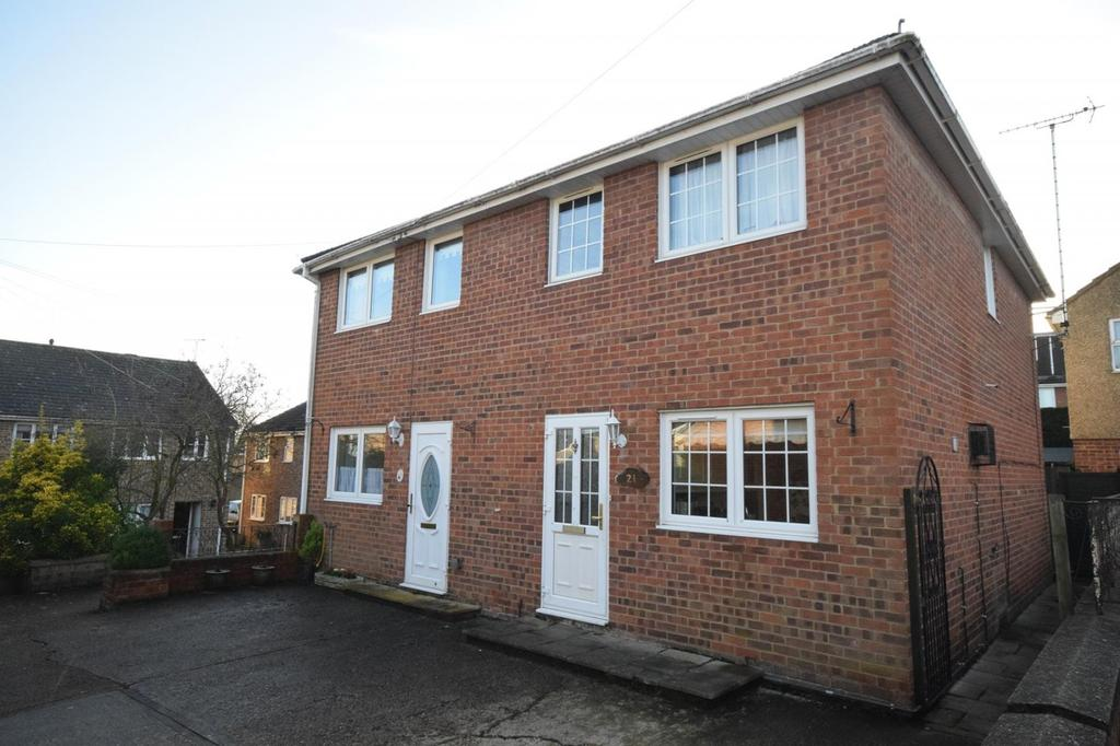3 Bedrooms Semi Detached House for sale in Gibbons Court, Dunmow, Essex, CM6