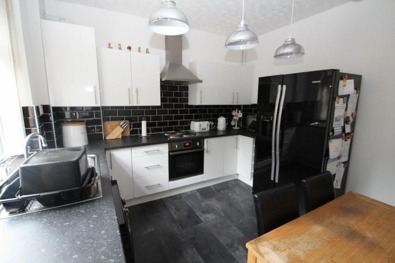 3 Bedrooms Terraced House for sale in Hanover Street, Castleton, Rochdale OL11 3AR