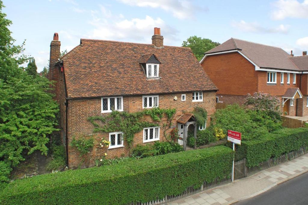 4 Bedrooms Detached House for sale in Chislehurst Road, Bickley, BR1