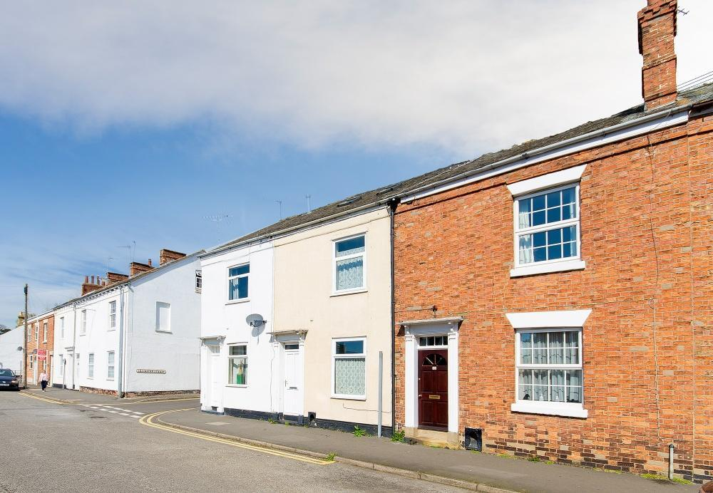 2 Bedrooms Terraced House for sale in Westgate, Sleaford, Lincolnshire, NG34