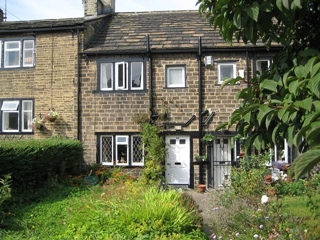 2 Bedrooms Cottage House for rent in Pullan Street, Bradford, BD5