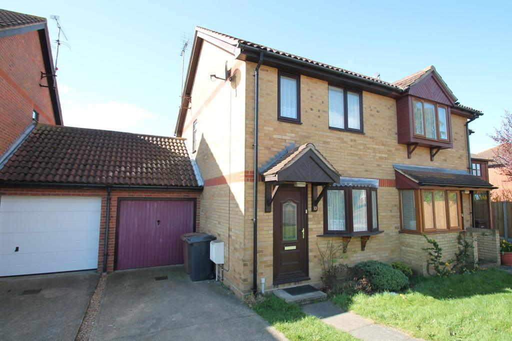 2 Bedrooms Semi Detached House for rent in Church Road, Boreham