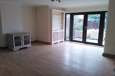 4 bedroom townhouse to rent - Lilian Barker Close, Lee, London SE12