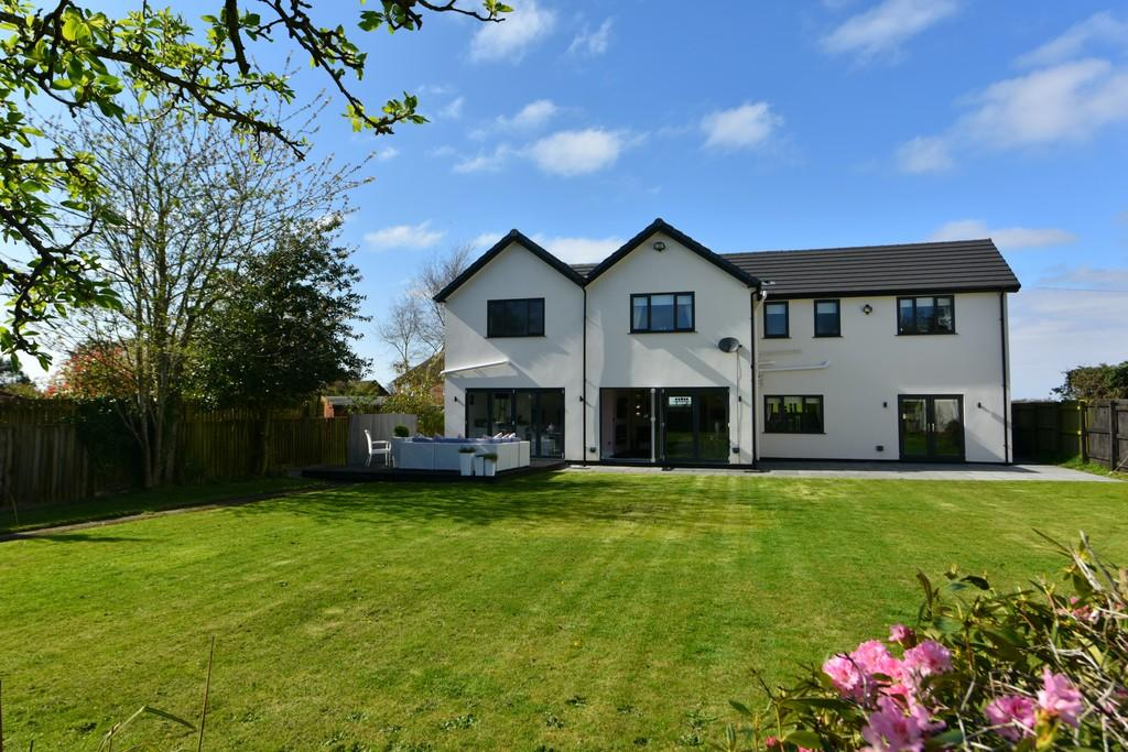4 Bedrooms Detached House for sale in Turnpike Road, Aughton