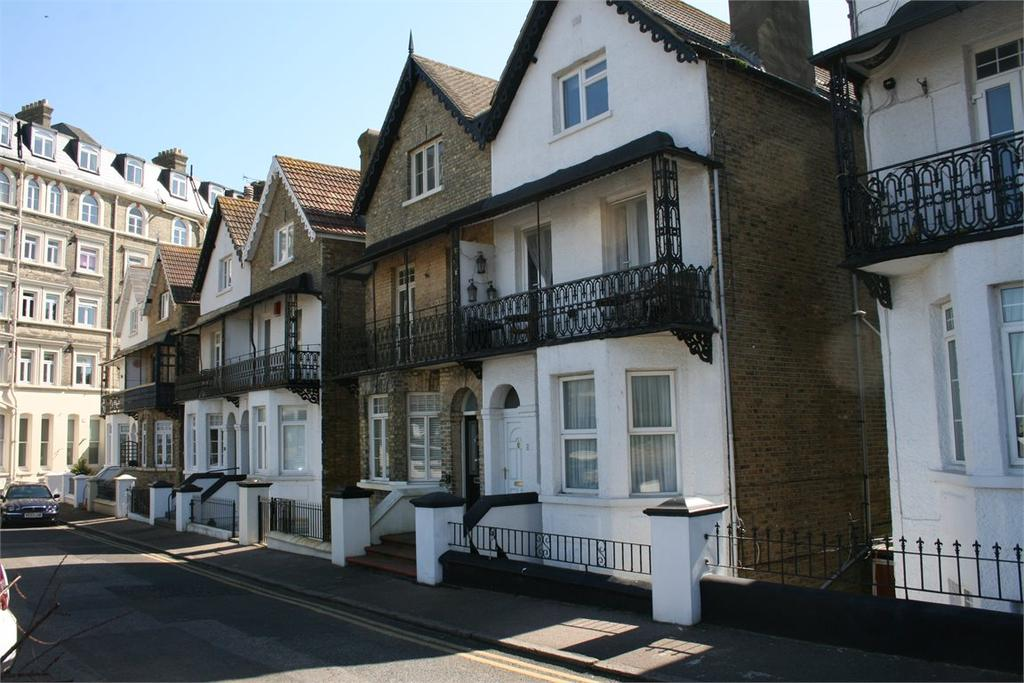 4 Bedrooms Town House for sale in Queens Gardens, Broadstairs