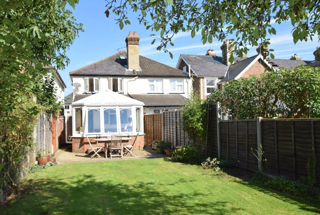 2 Bedrooms Semi Detached House for sale in New Road, Chilworth, Guildford GU4 8LP