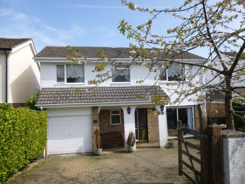 5 Bedrooms Detached House for sale in 17 Warwick Close, CWMBRAN, Torfaen