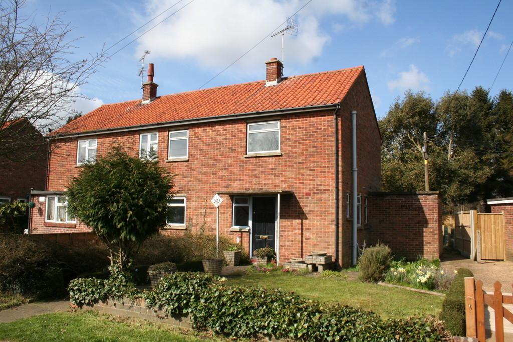 Peterhouse Crescent, Woodbridge 2 bed semi-detached house - �100,000