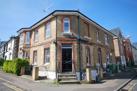 Studio to rent - Good Station Road, Tunbridge Wells