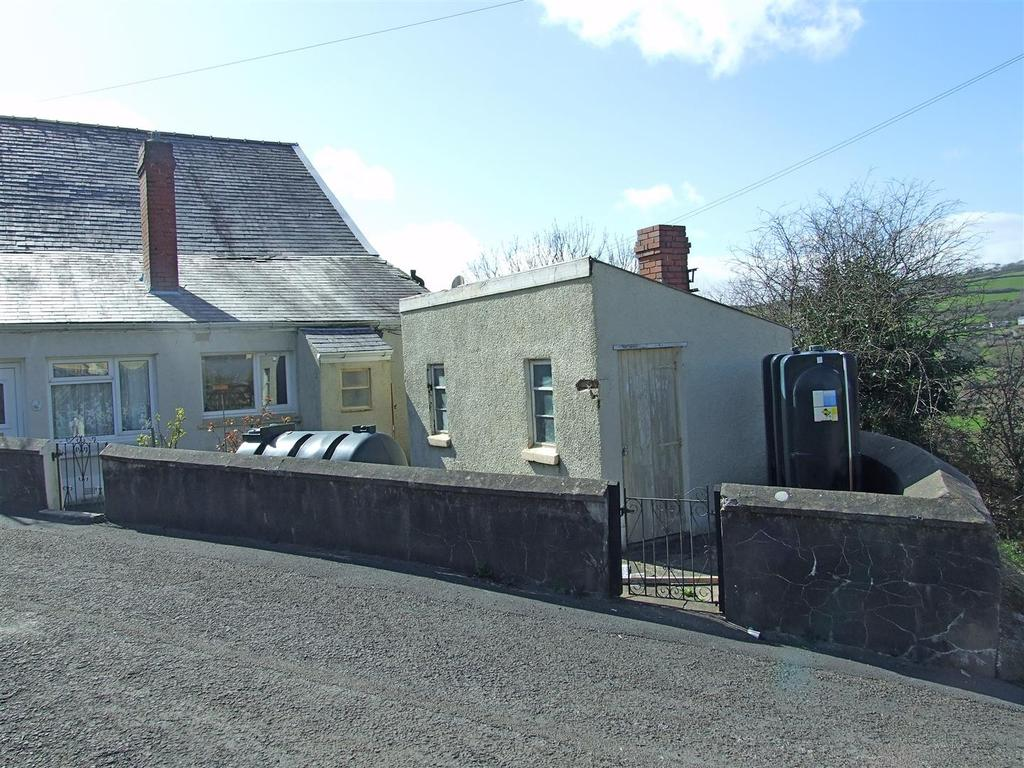2 Bedrooms Semi Detached House for sale in Old Shop, Mynyddygarreg, Kidwelly