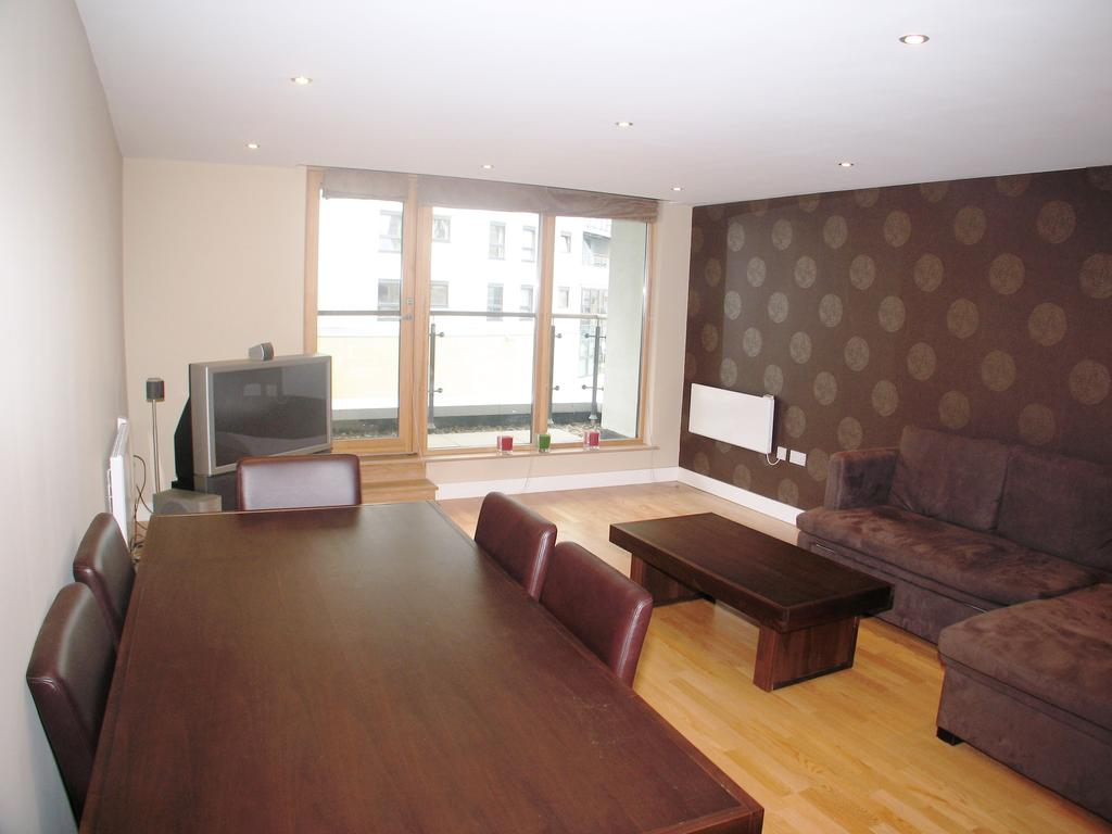 2 Bedrooms Flat for sale in Mackenzie House, Chadwick Street, Clarence Dock, Leeds