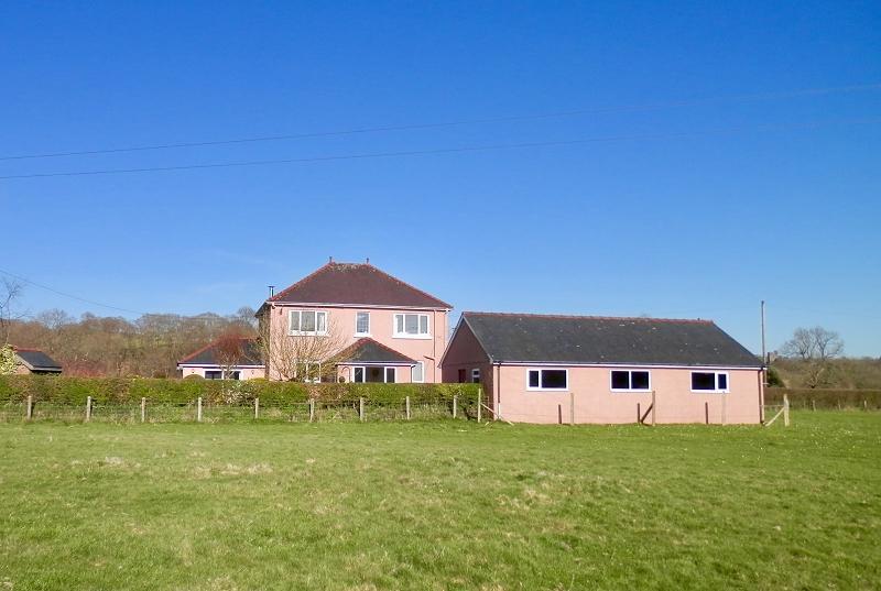 3 Bedrooms Detached House for sale in Cilycwm Road, Llandovery, Carmarthenshire.