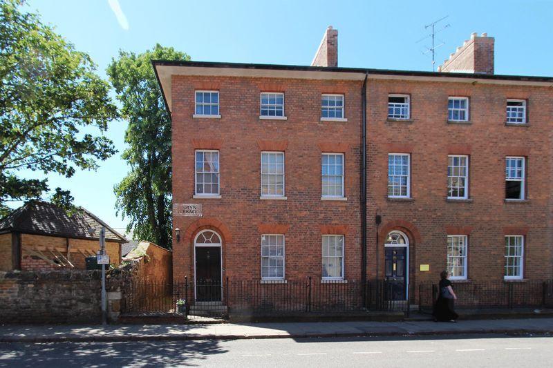 6 Bedrooms Terraced House for sale in Tall and Elegant Georgian Town House: Jermyn Terrace, Oakham, Rutland