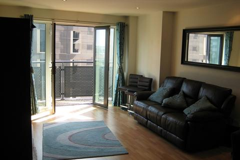 2 bedroom apartment to rent - LARGE 2 BED MASSHOUSE APARTMENT ON 6TH FLOOR WITH PARKING AND BALCONY