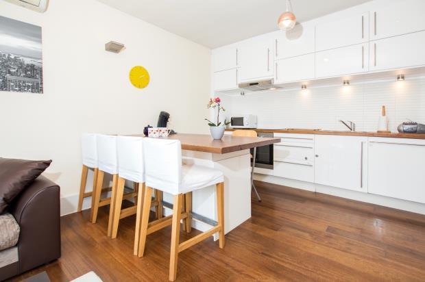 2 Bedrooms Flat for sale in Camden Road, Camden, London, NW1