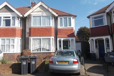 2 bedroom flat to rent - East Worthing