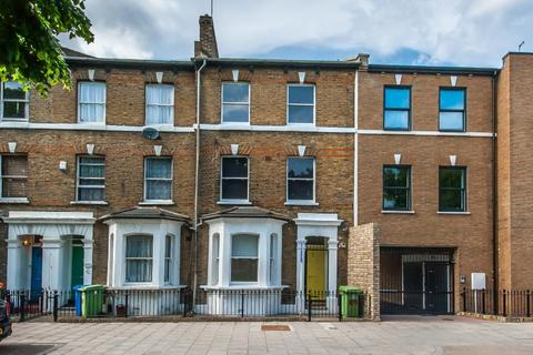 3 bedroom house to rent - CHATHAM STREET, SE17
