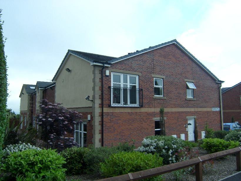 2 Bedrooms Flat for sale in Bradford Road, East Bierley, West Yorkshire
