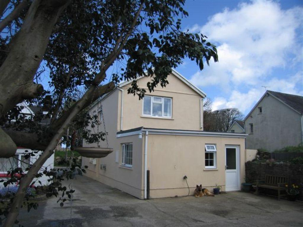 3 Bedrooms Detached House for sale in St Davids Road, Letterston