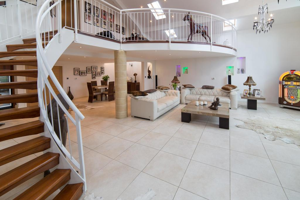 5 Bedrooms House for sale in Axwell Hall