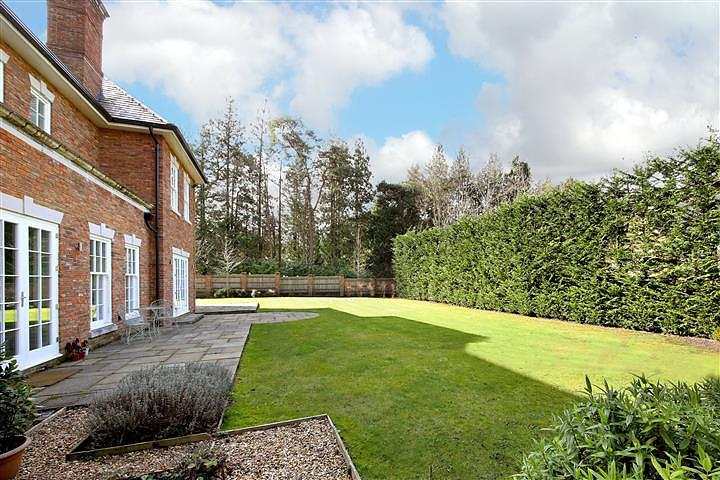 7 bedroom house/property to rent in Ascot