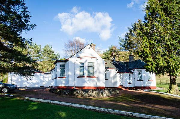 3 Bedrooms Detached Bungalow for sale in The Firs, Abington, Biggar, ML12 6RW