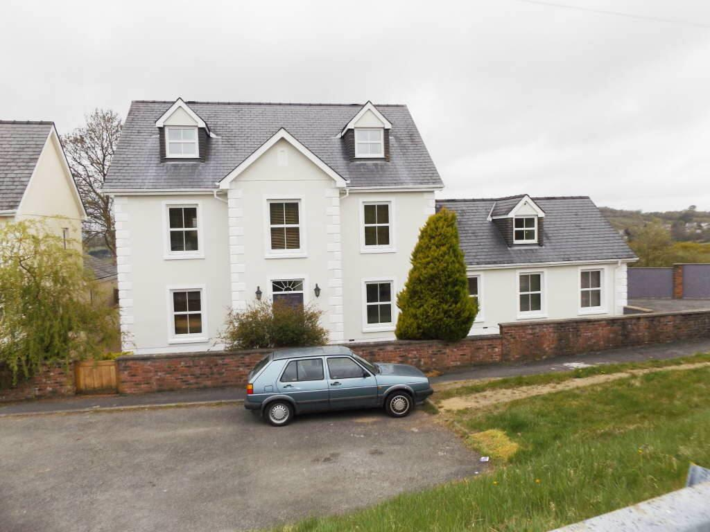 4 Bedrooms Detached House for sale in Y Maerdy, Foelgastell, Carmarthenshire