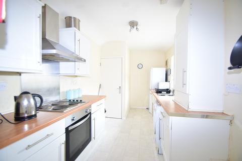 4 bedroom maisonette to rent - Simonside Terrace, Heaton, NE6