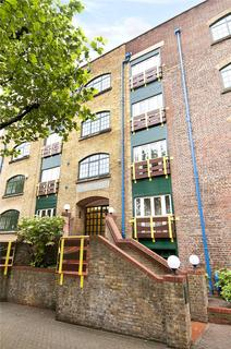 2 bedroom flat to rent - Prusoms Island, 135 Wapping High Street, London, E1W