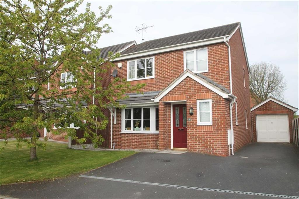 3 Bedrooms Detached House for sale in Olivet Gardens, Wrexham