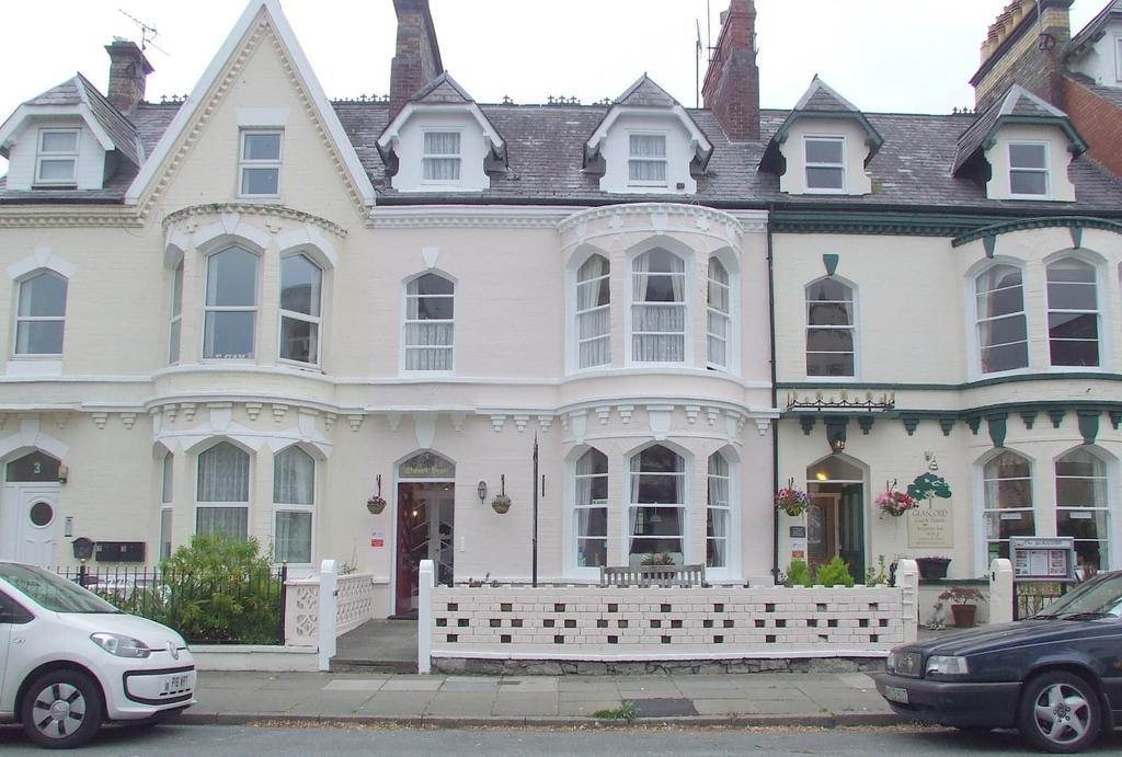 8 Bedrooms Terraced House for sale in Chapel Street, Llandudno