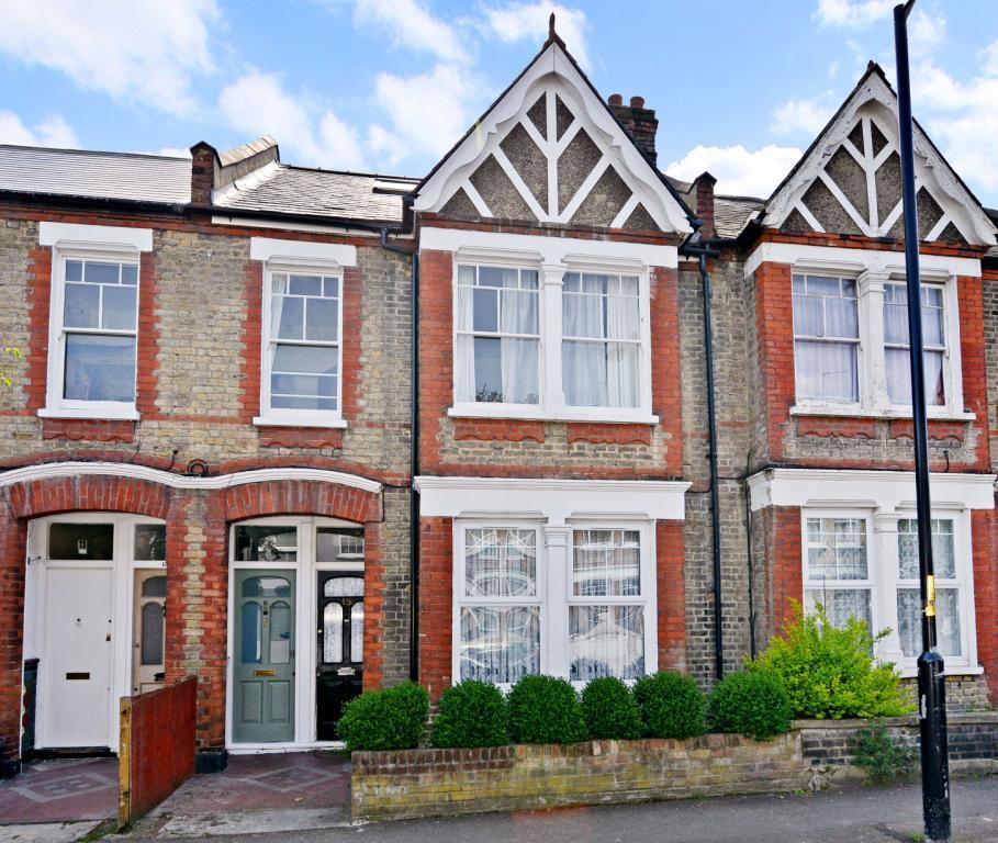 4 Bedrooms Maisonette Flat for sale in Surrey Road, Nunhead, London, SE15