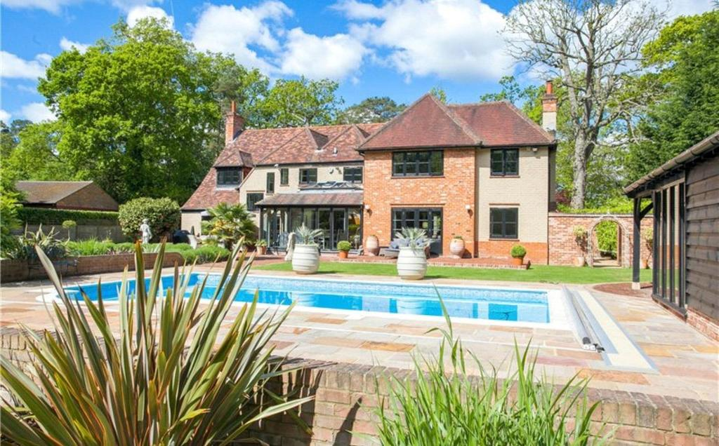 6 Bedrooms Detached House for sale in The Grove, Beaconsfield, Buckinghamshire, HP9