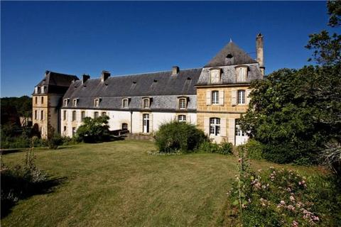 8 bedroom country house  - Hautefort, Dordogne, South West France