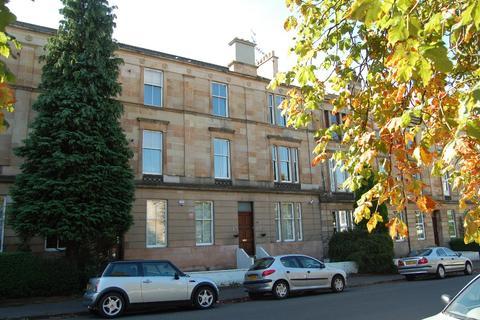 3 bedroom flat to rent - Queen Mary Avenue, Flat 2/1, Queens Park, Glasgow, G42 8DT