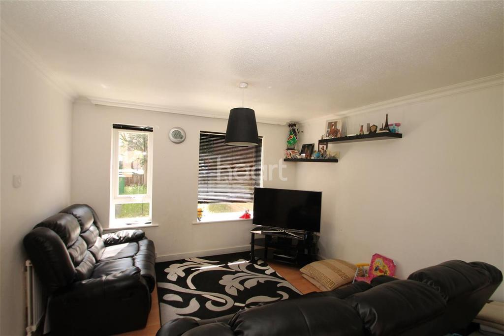 3 Bedrooms Semi Detached House for rent in Rochford Gardens, Slough