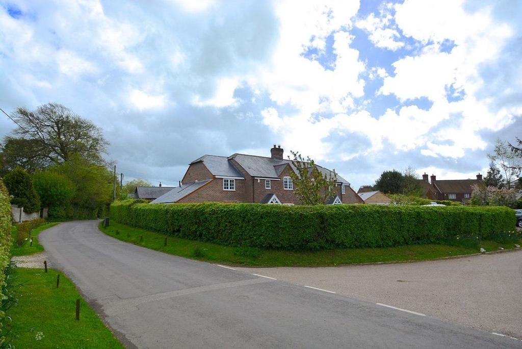 LET AGREED, Hannington, Hampshire, RG26 5TZ 4 bed house - �1,850 ...