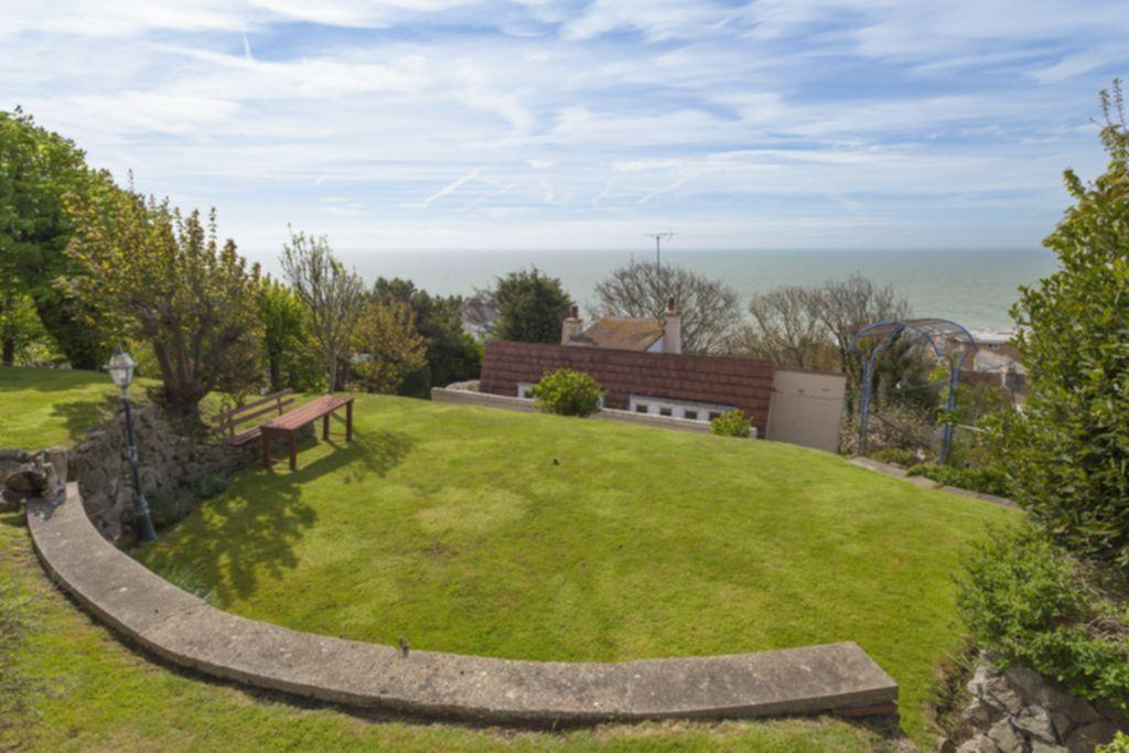 3 Bedrooms Detached House for sale in Sunnyside Road, Sandgate, CT20