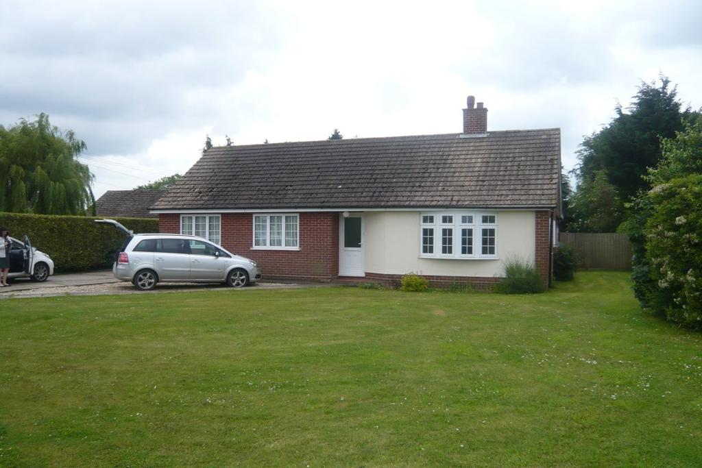 3 Bedrooms Detached House for rent in The Street, Bunwell