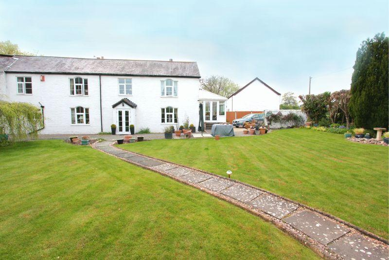 4 Bedrooms Cottage House for sale in Brookhouse, Denbigh