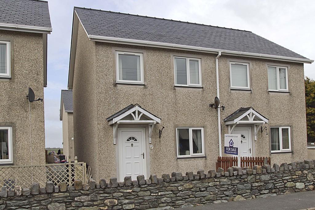 2 Bedrooms Semi Detached House for sale in Llys Y Meddyg, Bodedern, North Wales